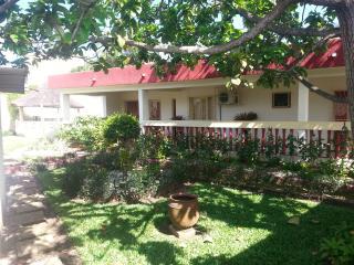 superbe villa avec grand jardin, Abidjan