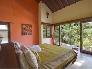 Elternschlafzimmer, Ausblick auf die Terrasse und Tal