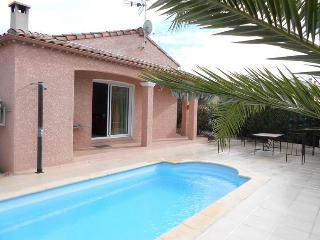 Roujan villa South France with private pool & air con sleeps 6