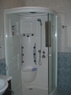 Luxury steam shower with jets
