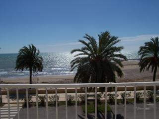LUXURIOUS 2 BEDROOM APARTMENT BEACH FRONT LOCATION