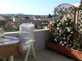 LAST FLOOR IN A SMALL TOWN HOUSE. TERRACE WITH PANORAMIC VIEW ON VILLAGE AND SEA