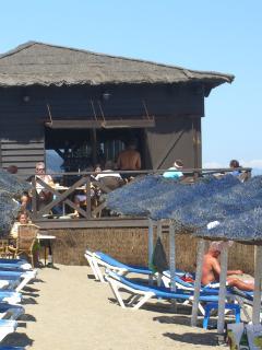Beach restaurant 750 m from Casa Rubo