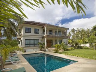 4/5 Bedroom Family Villa  - 100 Metres to Beach, Ko Samui