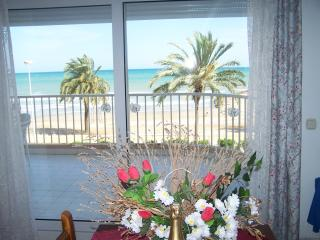 LUXURIOUS 2 BEDROOM APARTMENT BEACH FRONT LOCATION, Torreblanca