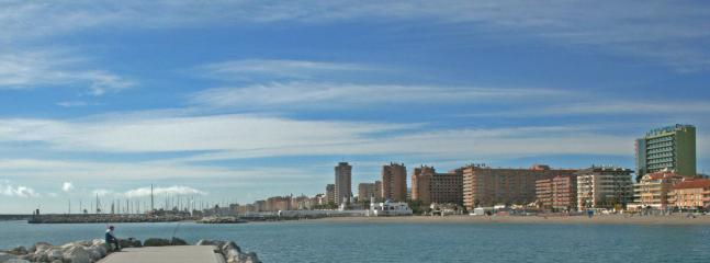 Fuengirola - Vista de la zona del apartamento, puerto deportivo de Fuengirola