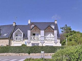 VILLA DE KERMARIA.2 BEDROOM APARTMENT IN QUIBERON,SHARED POOL SEA VIEW