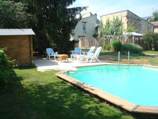 The Sydney Sunbay heated wooden sunken pool is in the sun all day. It can't be seen from the ro