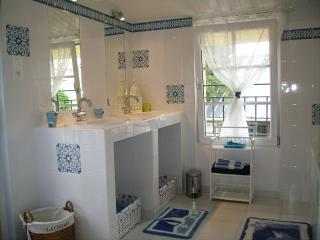 Family bathroom overlooking the garden