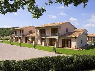 Sorano Villa Sleeps 4 with Pool Air Con and WiFi - 5228818