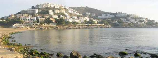 Lovely beach of L'Escala at 20 Km