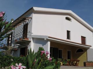 B&B Monteruiu/Apartment Mimosa, Loiri Porto San Paolo