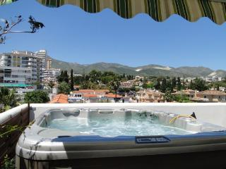 Beach, BBQ, wifi, air con, HOT TUB!, parking, !!, Benalmadena