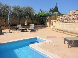 Razzett Ta' Marija-350 yr old Farmhouse-Private pool-heated 1 May-31 October
