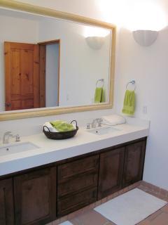 Ensuite vanity Large bedroom - Pool level