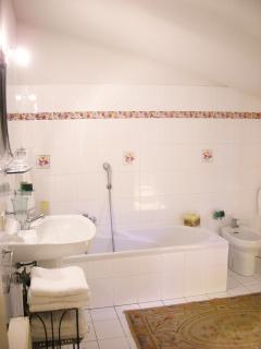 Bagno con vasca da bagno/doccia, bidet_3°piano