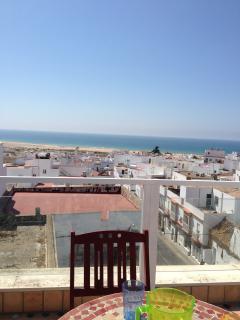 Vista terraza individual. Inmejorables imágenes de la playa y el pueblo para disfrutarla todo el dia