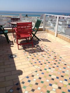 Terraza. Solería mosaico marroquí y las mejores vistas de la localidad.