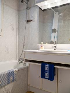 Mesange Bleue has full bathroom with shower over bath. Separate w.c.