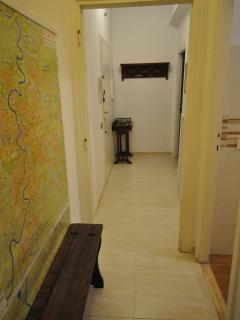 Entryway with coat rack, bench and city map of Rome to view your itinerary.