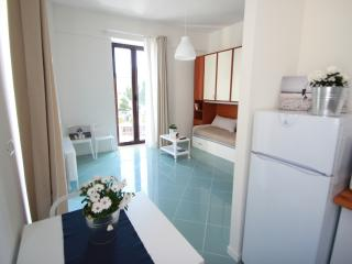 SUPERBRIGHT STUDIO CLOSE TO ORTIGIA! (Free Bikes), Siracusa