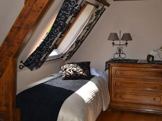 Room 1 for 3 persons with ensuite bathroom