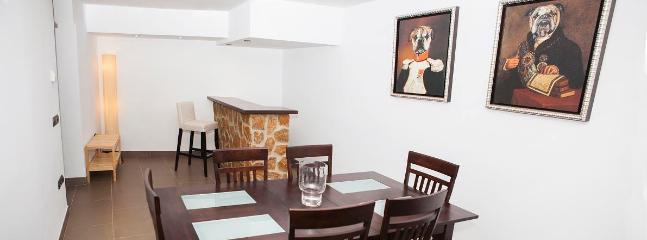 Bodega, ideal para reuniones, comidas, juegos,...