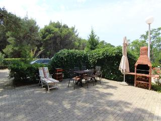 CHARMING APARTMENT FOR 4+2 PERSONS NEAR THE BEACH, Privlaka