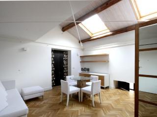 Ferrini Home Appartamento con camera da letto, Catania