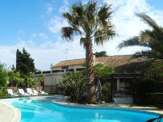 L' Oasis location vacances 7 chambres 16 personnes, Argeliers