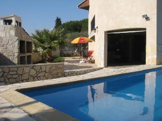 Great value, private pool, in historic Pezenas
