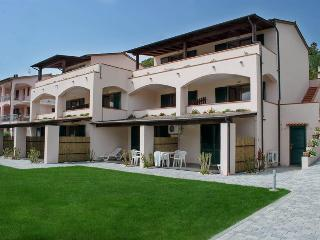 Relaxing holiday apartment in Marina di Campo with pool access and balcony