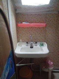 Le cabinet de toilette du haut. Vivement quelques travaux