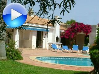 Villa Harlequin - Spacious, Private Pool, Golf