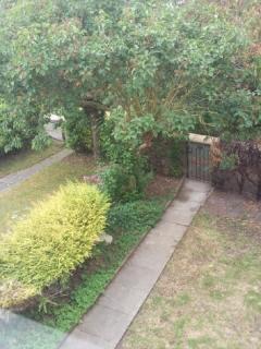 Quiet front garden overlooking river Chelt
