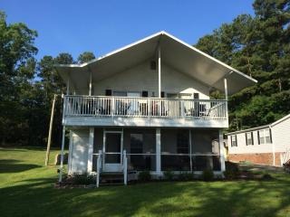 3 bedroom lake house on quiet part of Lake Murray, Prosperity