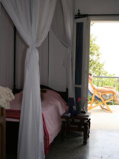 Twin bedroom with doors to front terrace