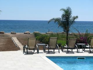 View of the pool and the sea at the bottom of the garden