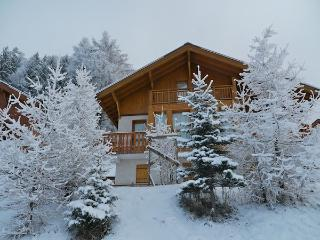 La Belle Maison sleeps 12p, is directly on the piste and has stunning views