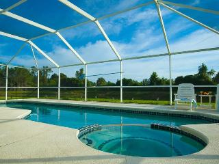 Stunning Lake View - South Facing Pool & Jacuzzi, Kissimmee