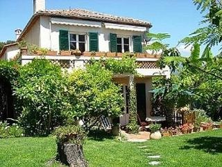 Charming Provencal Villa Uniquely Positioned