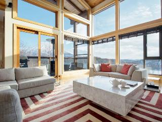 Zekkei, 6BR Luxury Alpine Chalet in Hirafu, Epic Yotei Views, Kids Room, Kutchan-cho
