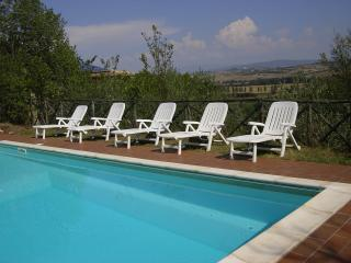 piscina panoramica attrezzata