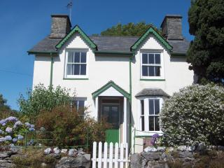 Garden Cottage, private and secluded, perfect for families and couples