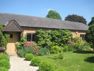 The Stables -stunning countryside cottage, with hot tub for your personal use