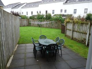 Patio & enclosed garden to rear with table & chairs for 'alfresco' meals