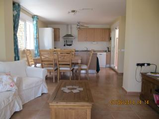 3 Bed Villa with Communal Pool - Idea for Families, Relleu