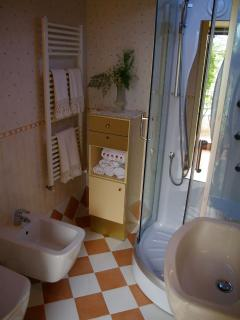 Garden level Bathroom #villatorredicolonne