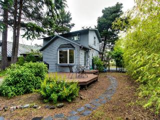 Dog-friendly home w/private hot tub - walk to beach!, Cannon Beach