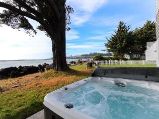 Riverfront beach house w/classic decor, hot tub - ocean views!, Waldport